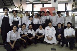 Más de 730 menús elaborados por el chef Erlantz Gorostiza se repertirán en comedores de Cáritas de Canarias