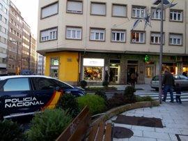Herida muy grave una joven apuñalada en Santiago y la Policía busca a su expareja