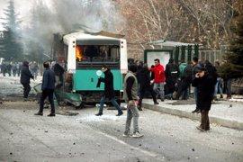 Al menos 13 muertos y 48 heridos por el atentado contra un autobús con militares en Turquía