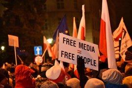 El Gobierno polaco acusa a la oposición de intentar tomar el poder por la protesta en el Parlamento