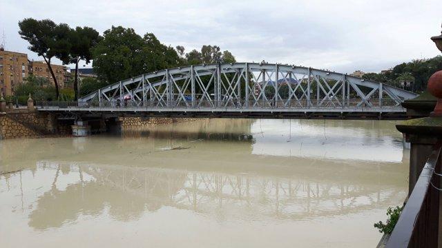 Imagen del río Segura a su paso por Murcia durante el temporal