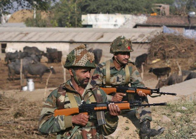 Soldados indios en la base de Pathankot