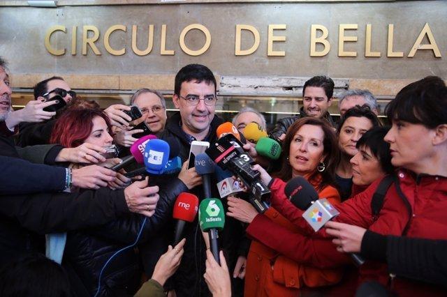 Mario Jiménez atiende a los medios durante la manifestación de lo