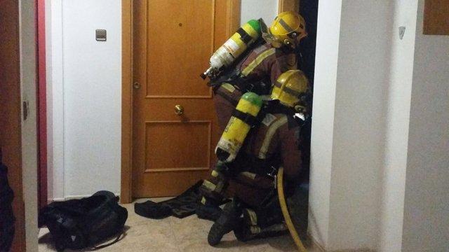 Dos intoxicados por humo en un incendio doméstico en Blanes (Girona)