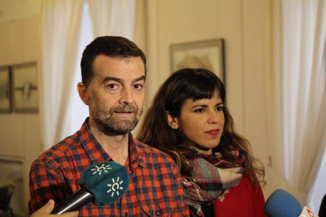 El coordinador general de IULV-CA, Antonio Maíllo, junto a Teresa Rodríguez