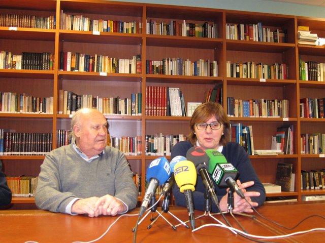 Luis Torres, presidente de la cocina económica y la consejera Pilar Varela
