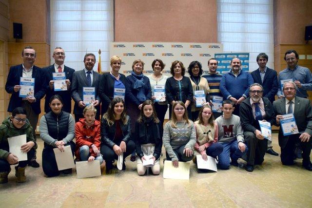 Foto de familia tras la renovación del convenio Gobierno de Aragón con Unicef.