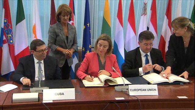 UE y Cuba firman un acuerdo que normaliza relaciones