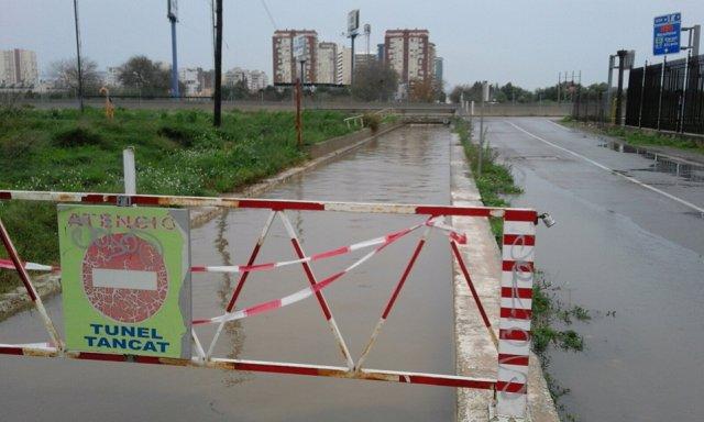 Carretera cortada por lluvia en Massalfassar