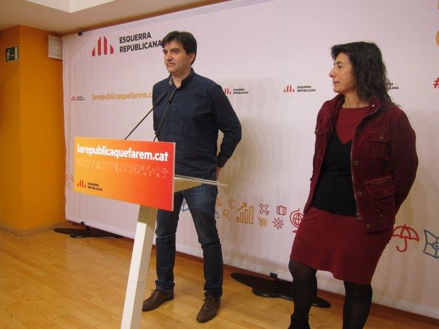 El portavoz S.Sabrià, y la vicesecrta. De Conocimiento y Mujeres de ERC M.Mata