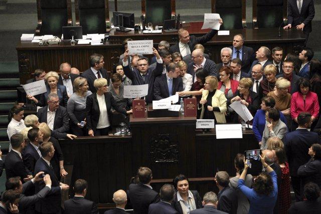 Protesta en el Parlamento de Polonia