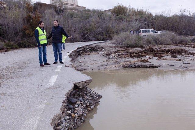 Las carreteras provinciales se han visto afectadas por la lluvia y la nieve.