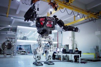 Construyen un robot mecha capaz de moverse con el humano que lleva dentro