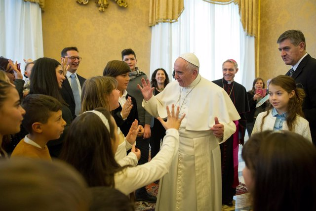 El Papa Francisco con jóvenes