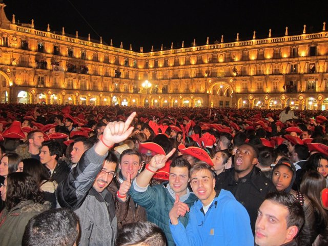 La Plaza Mayor de Salamanca durante la Nochevieja Universitaria