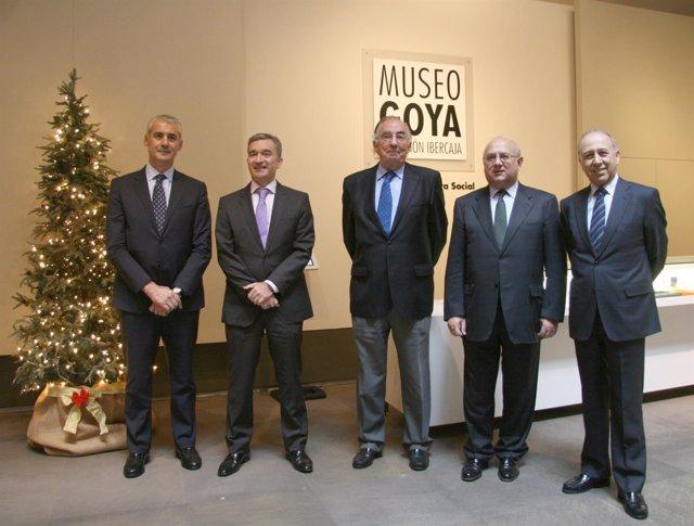 Responsables de Ibercaja en la tradicional copa de Navidad de la entidad.