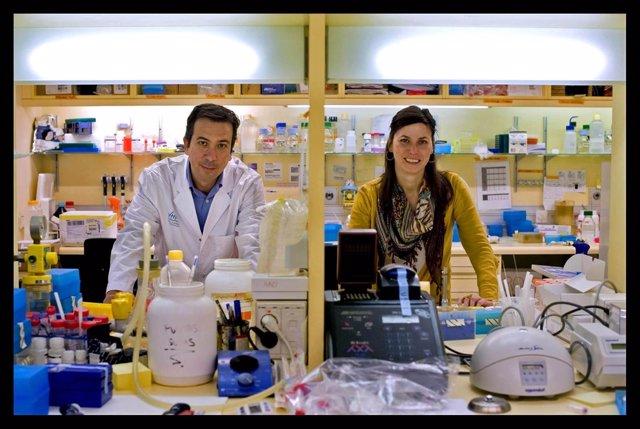 Judit Anido (CEO de la empresa) y Joan Seoane de Mos (investigador VHIO)