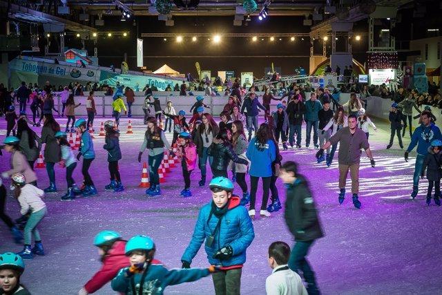 La pista de hielo es la principal atracción del parque lúdico Kaliu Park