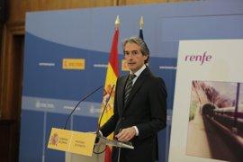 Fomento anuncia medidas para aumentar el uso de los AVE, aeropuertos y carreteras ya const