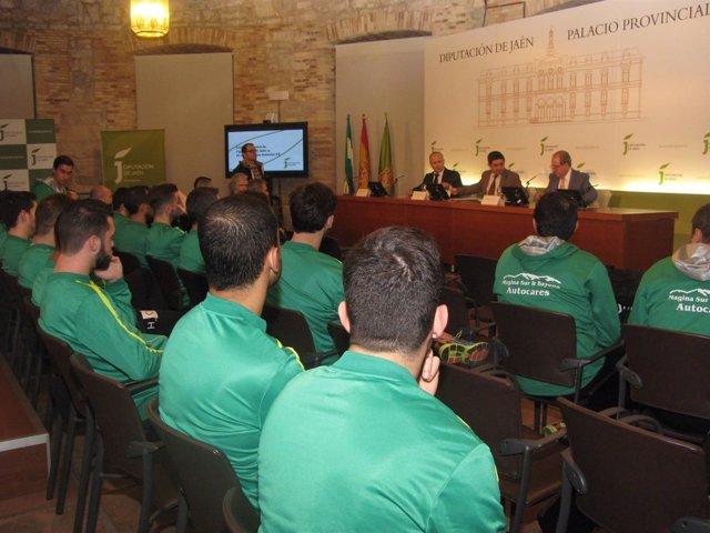 Firma del convenio para que la Caja Rural sea sponsor del Jaén Paraíso Interior