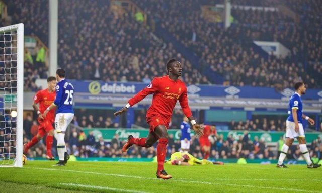 Mané celebra el gol al Everton