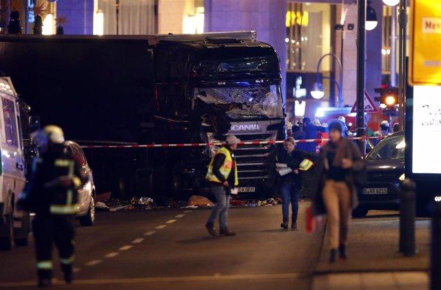 Camión arrolla a multitud en Berlín