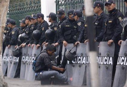 Mueren doce policías por un accidente de autobús en Perú