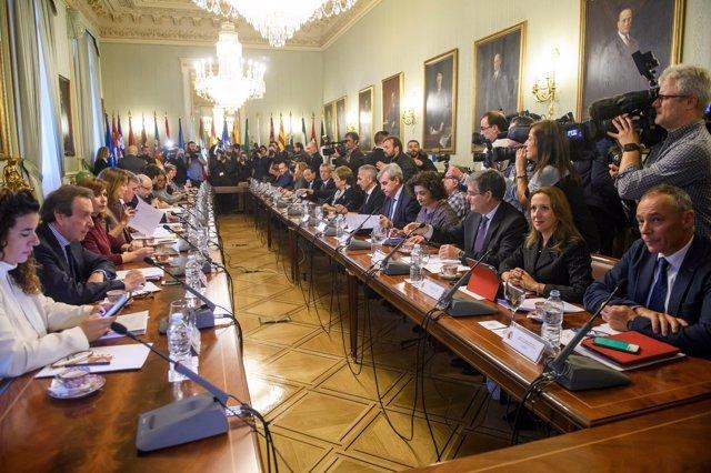 Reunión de los consejeros de Presidencia con el Gobierno