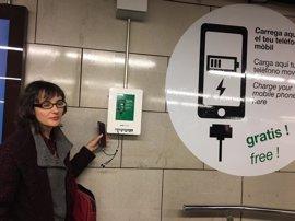 Instalan cargadores rápidos para móviles en cuatro estaciones del Metro de la L2