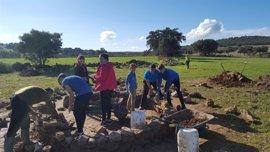 Estudiantes de Secundaria de Valverde de Leganés participan en un proyecto arqueológico
