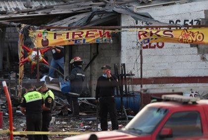 Peña Nieto se compromete a reconstruir el mercado de pirotecnia de San Pablito