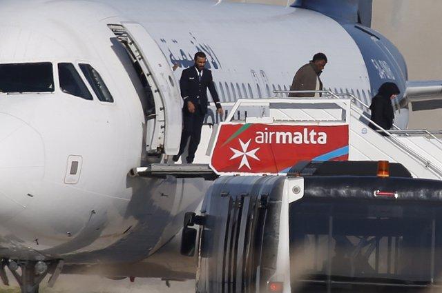 Liberación de pasajeros del avión libio secuestrado