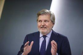 """El Gobierno pide a Puigdemont respetar al TC y no dejarse llevar por """"radicales"""" ante la cumbre sobre referéndum"""