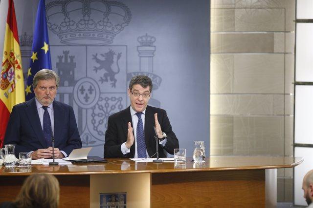 Méndez de Vigo y Álvaro Nadal en el Consejo de Ministros