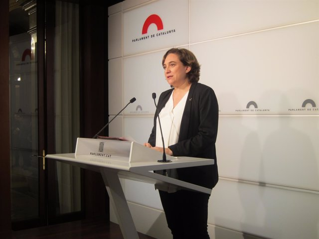 La alcaldesa de Barcelona, Ada Colau, en el Parlament