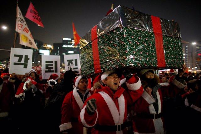 Manifestación navideña contra la presidenta de Corea del Sur