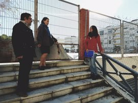 """PP ve """"inseguridad, suciedad, destrozos y 'botellonas'"""" en Parque de Villegas (Sevilla)"""