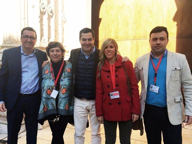Concejales del PP de Gibraleón junto al presidente del PP-A, Juanma Moreno