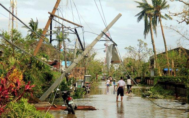 Paso del tifón 'Nina' por Filipinas