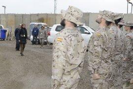 Cospedal visita por Navidad a las tropas que ayudan en la lucha contra el yihadismo en África