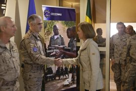 """Cospedal, a los militares en Malí: """"La estabilidad en África es fundamental para defender la seguridad en España"""""""