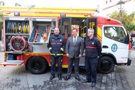 """Los bomberos de Sevilla capital """"avanzan"""" en sus servicios en el centro con las nuevas bombas urbanas ligeras"""