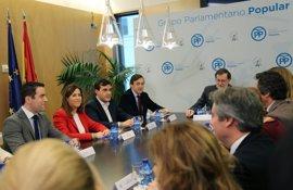 Rajoy emplaza al PP a seguir dialogando en el Congreso porque quiere una legislatura larga