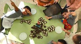 Un colegio de Ontinyent se convierte en la cocina de los dulces del mundo