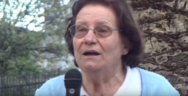 Nuevo sport de Podemos con una abuela de 74 años