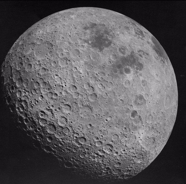 Imagen de la cara oculta de la Luna tomada por una misión Apolo