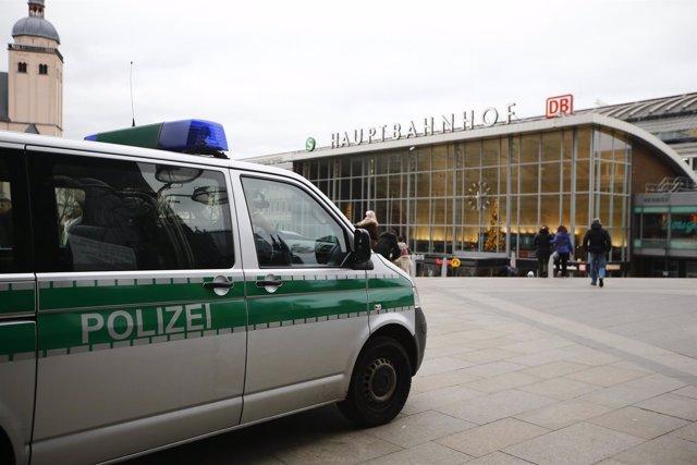 Policía en la Estación Central de Ferrocarril de Colonia