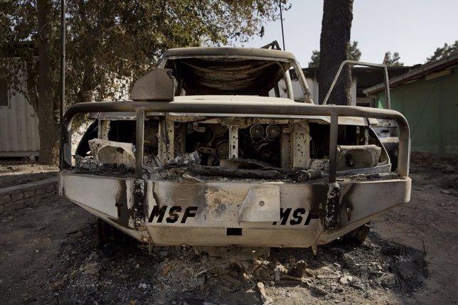 Vehículo de MSF destrozado en el bombardeo contra