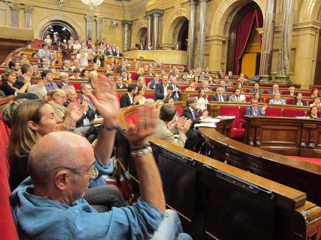 JxSí y la CUP celebran la aprobación del referéndum