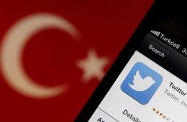 Un periodista turco denuncia que ha sido detenido por un 'tuit' contra el Gobierno